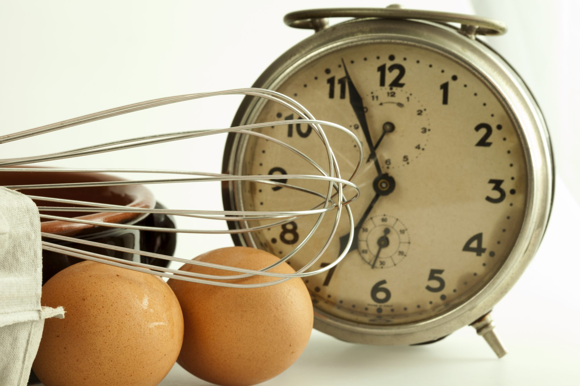 Clock with eggs and whisk