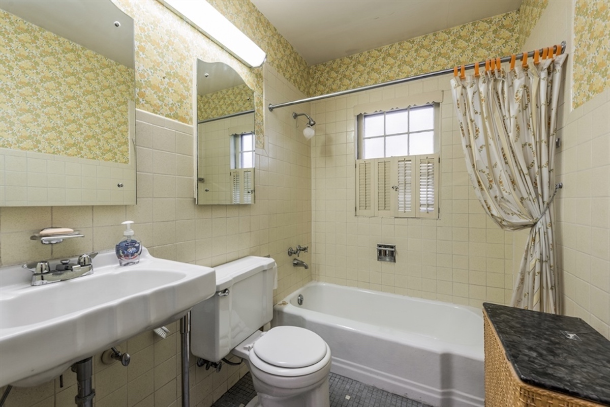 before image of an outdated bathroom
