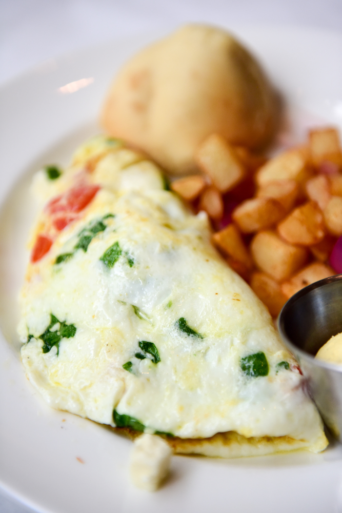 Different Ways to Cook Eggs: How to Make an Omelet