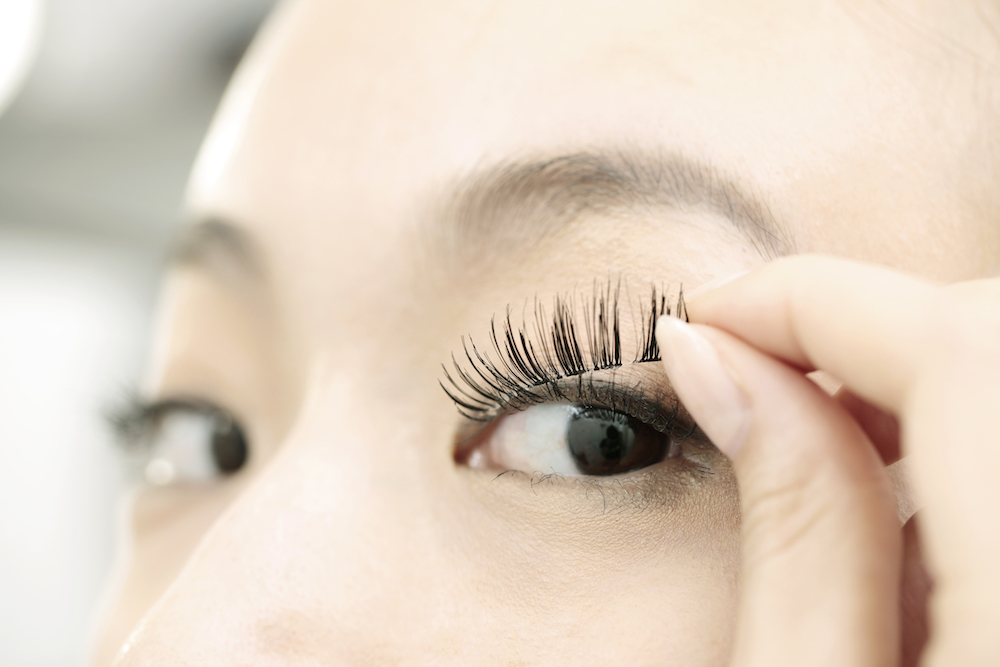 Lash Lifts, Eyelash Extensions, and Fake Eyelashes: What's the Difference?