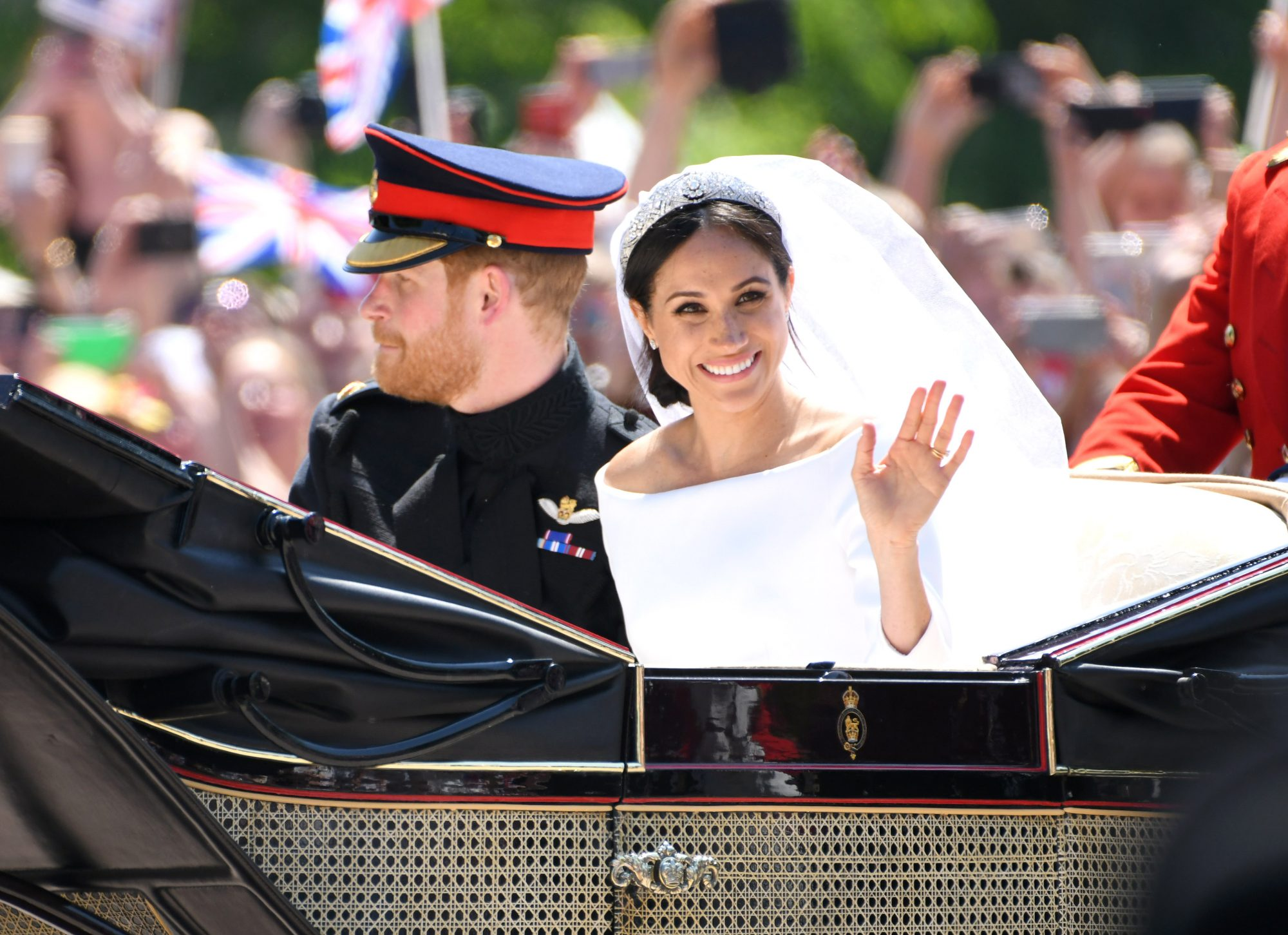 meghan Markle waving at the crowd
