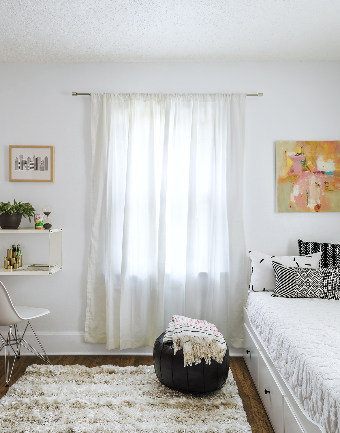 Spare bedroom/office