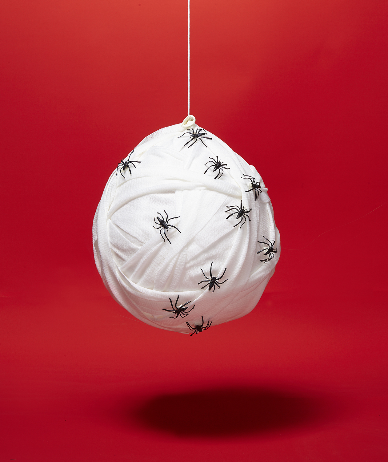 DIY Halloween decor ideas: Spider Nest made of rice-filled balloon wrapped in gauze