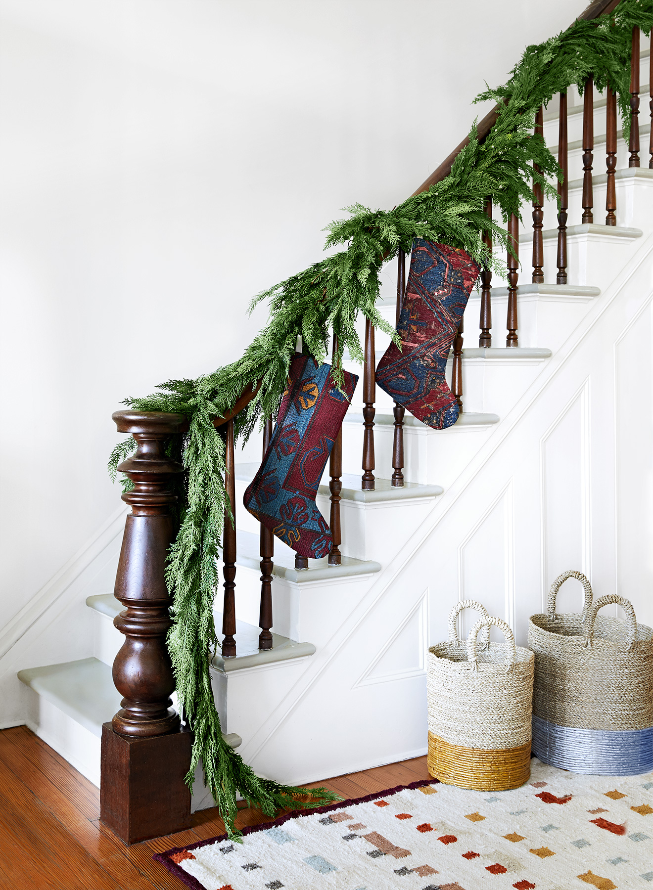 Christmas decoration ideas - Stockinged Stairwell