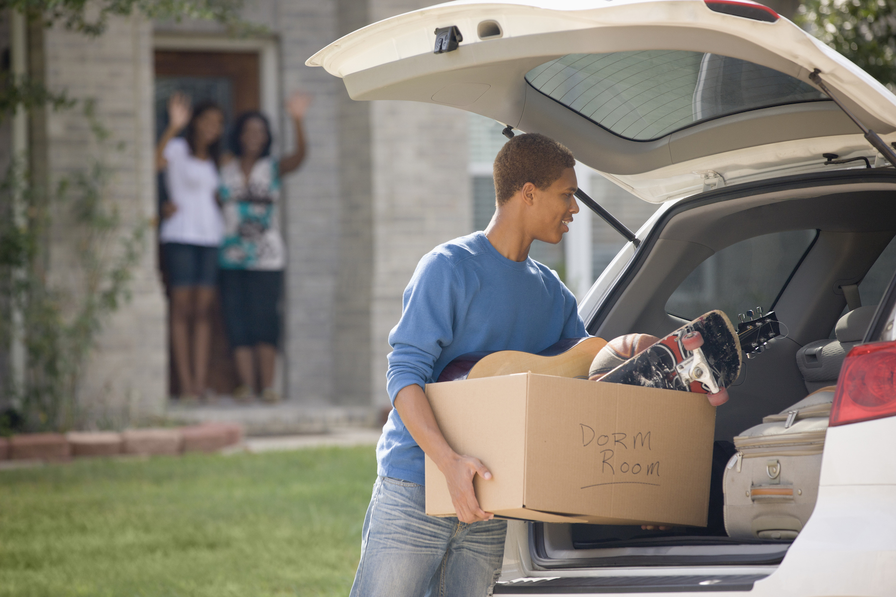 Teen packing car for college