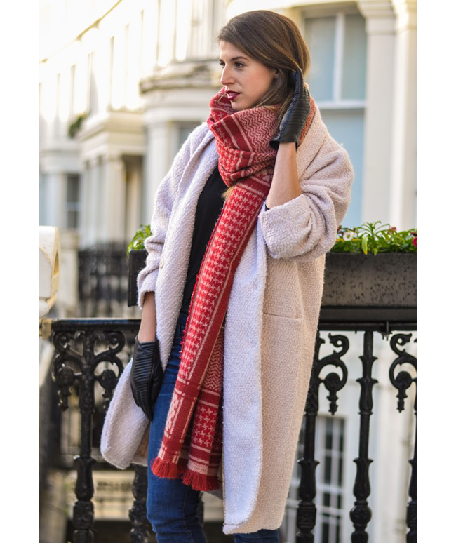 Blanket scarf with uneven tail
