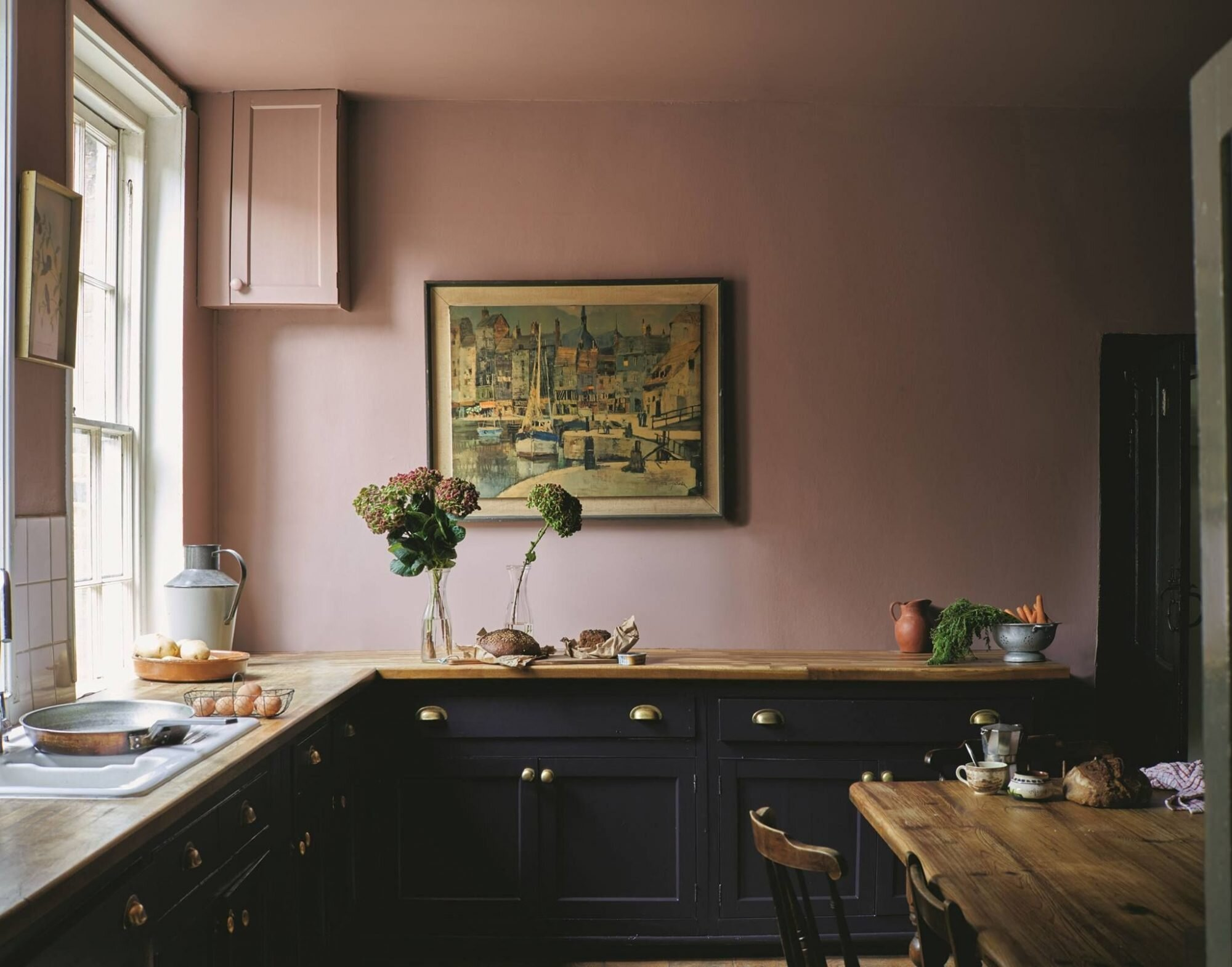 Rose pink and black kitchen cabinets