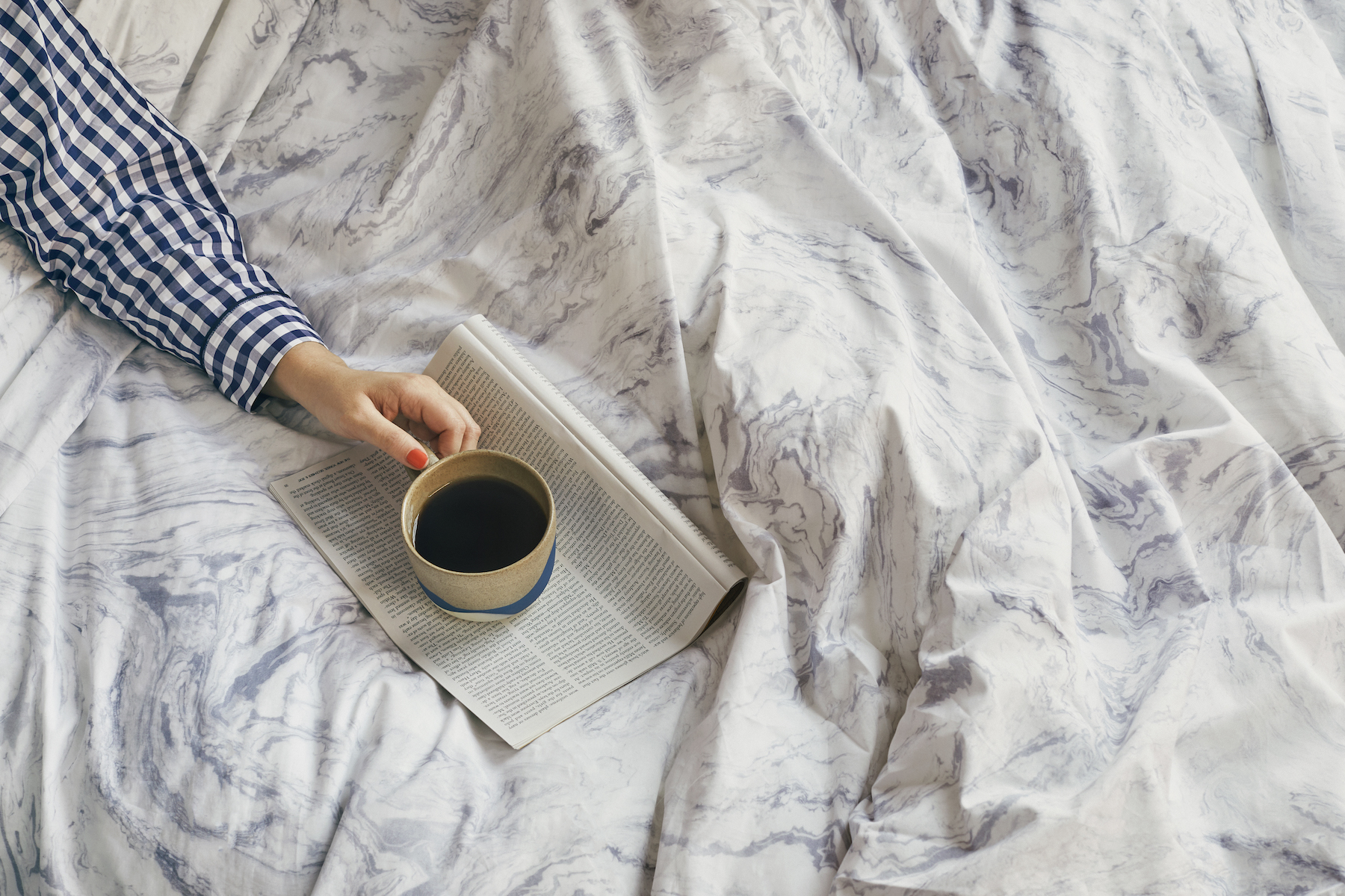 Marbled cloud patterned duvet cover, with mug