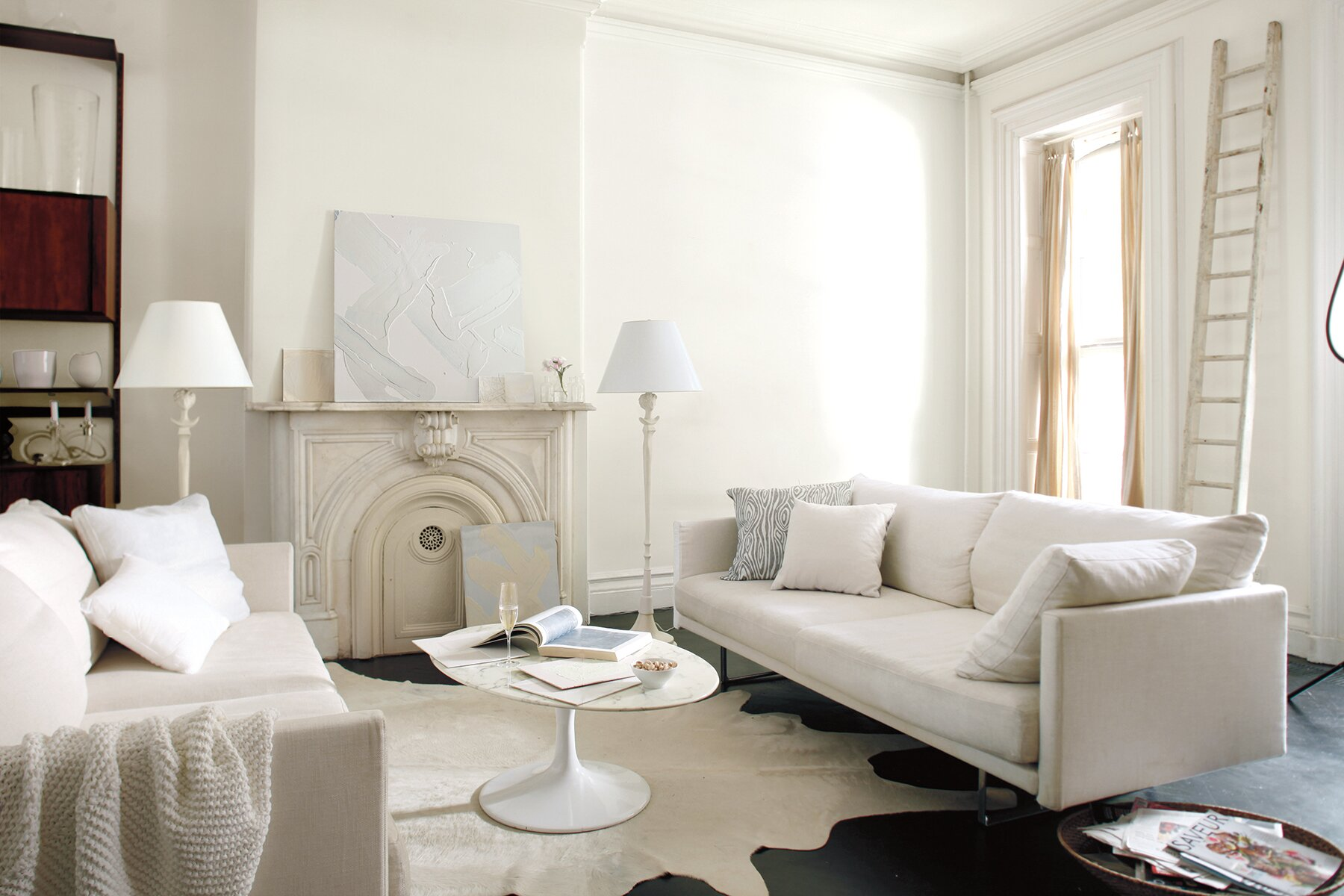 Benjamin Moore Simply White paint in living room