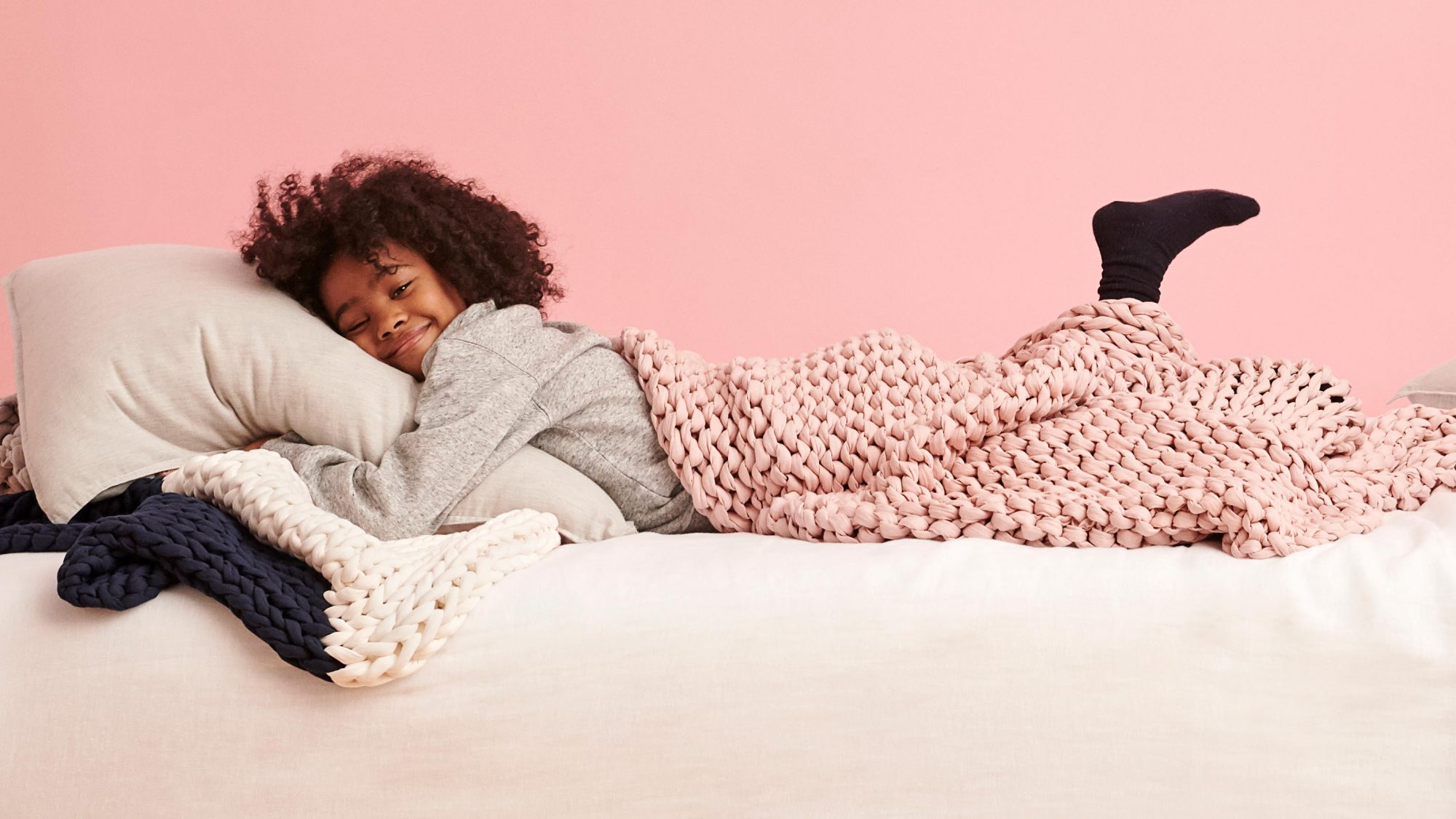 Bearaby weighted blanket for kids - nappling blanket on child