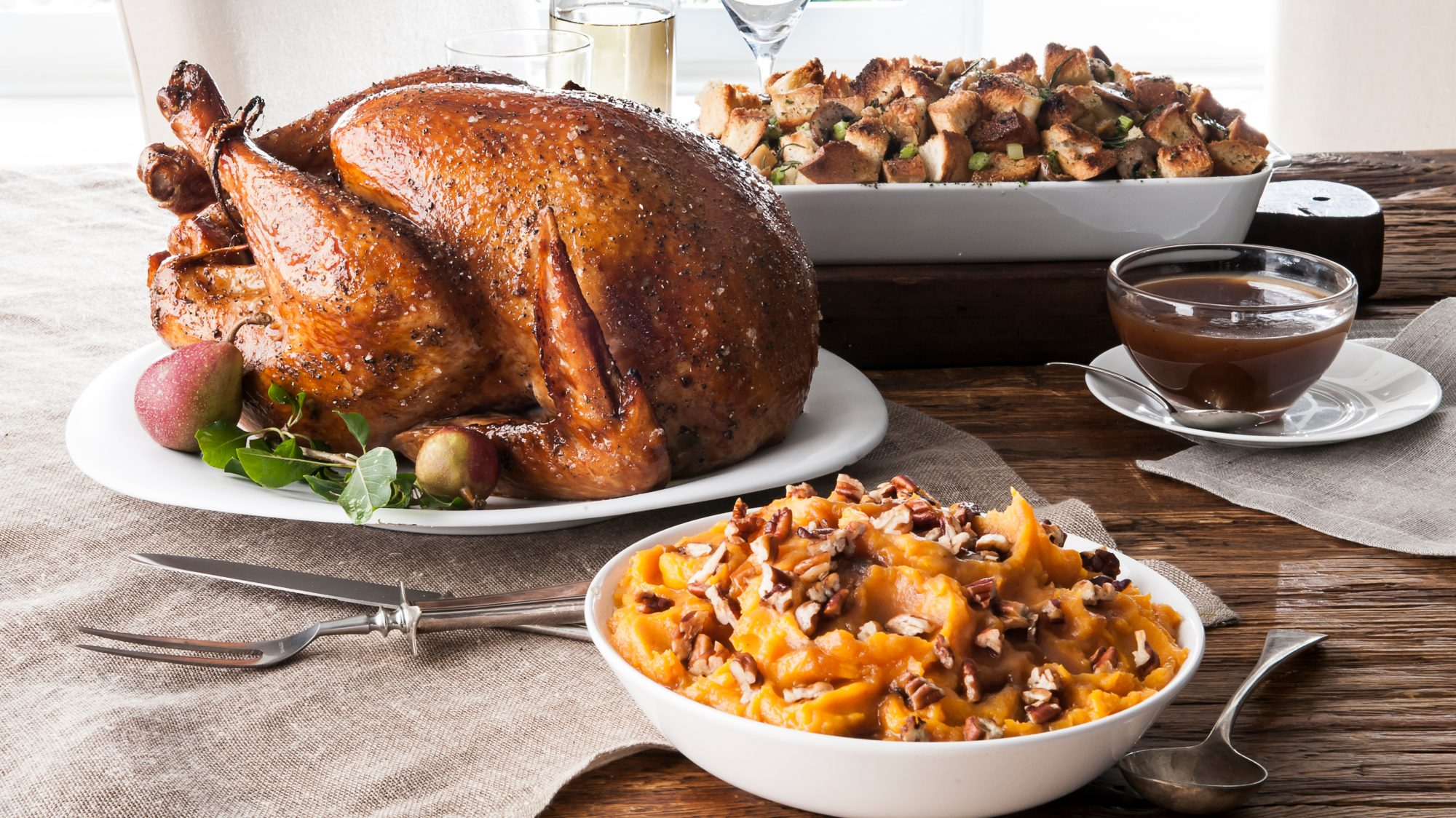 When is Thanksgiving 2020, what is Thanksgiving, and more facts and info - Thanksgiving meal with turkey
