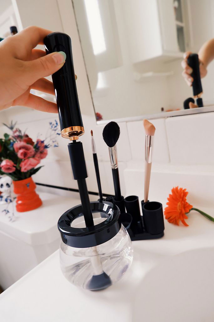 6 Clever Items (7/10/20) - Makeup spinner cleaner