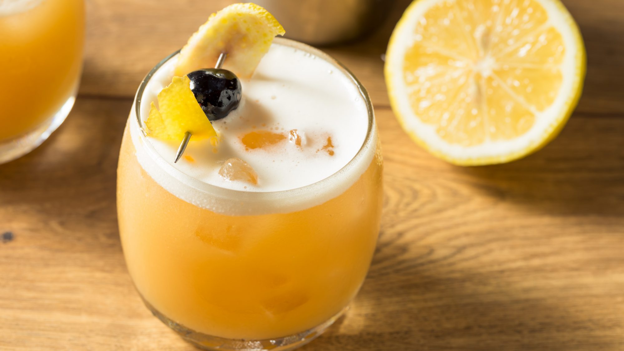 This Sunny Sparkling Amaretto Sour Cocktail Tastes Like Summer