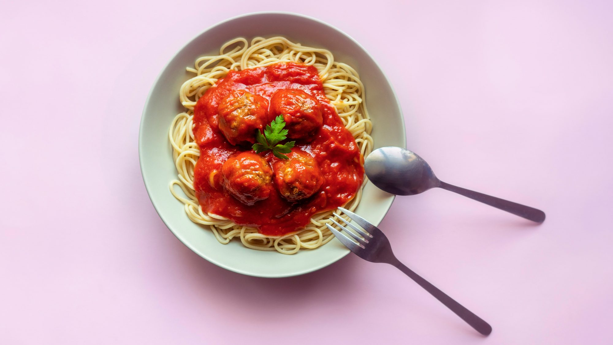 How-to-make-meatballs: meatballs and spaghetti