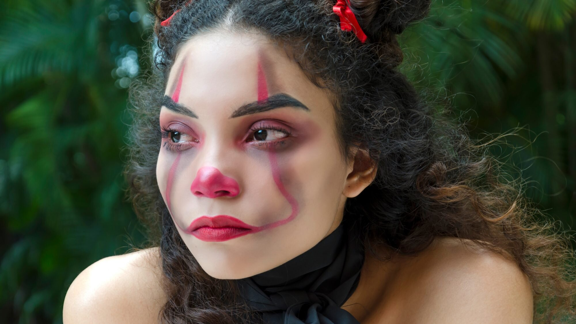 4 Easy Halloween Makeup Ideas And Tutorial Videos Real Simple