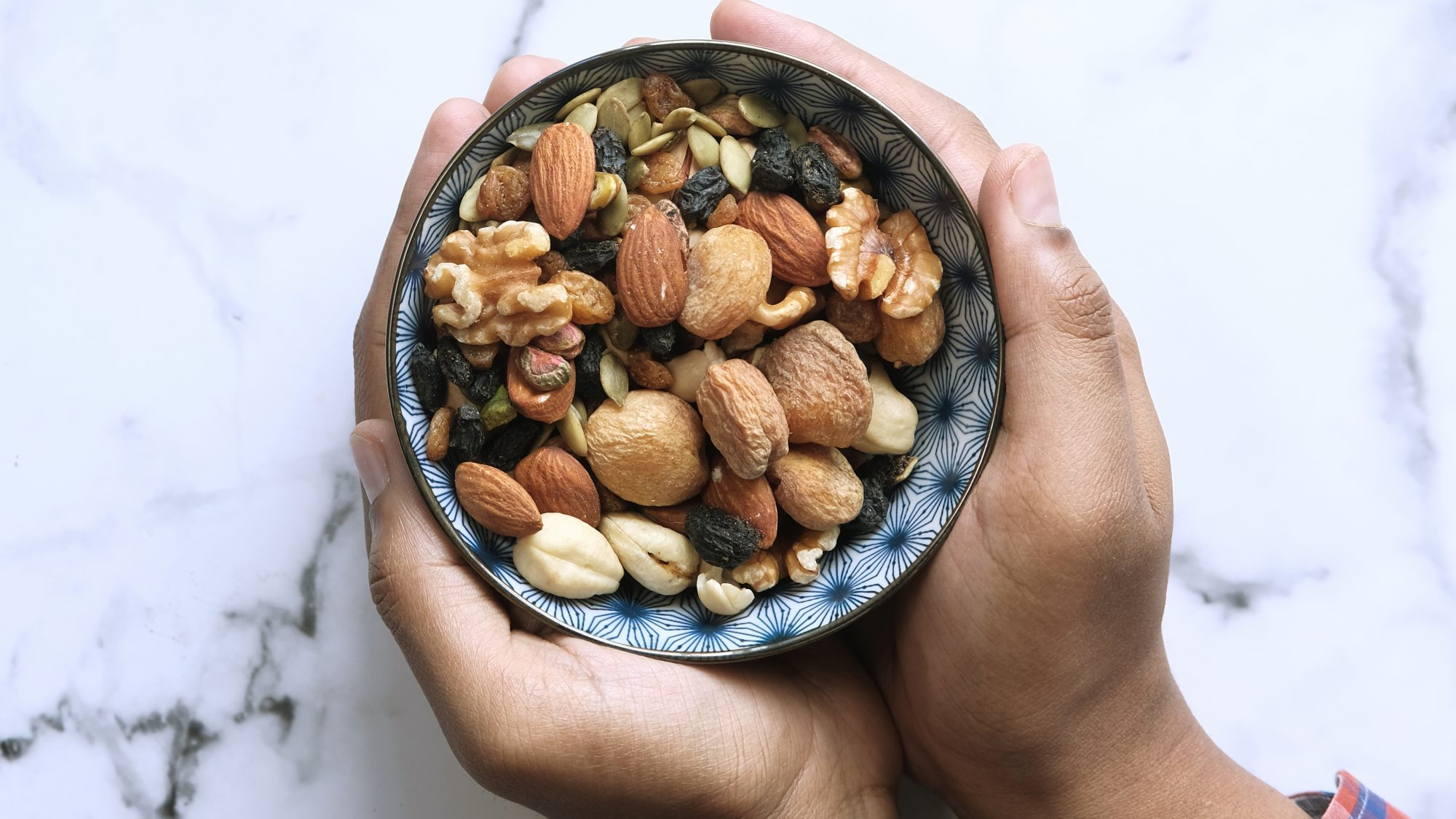 healthy-snacking: nuts and dried fruit