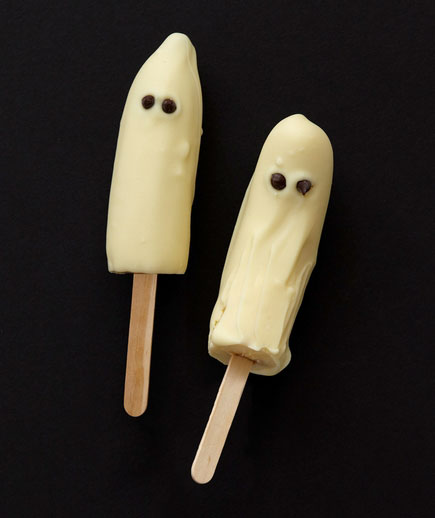 Halloween desserts and Halloween treats - Frozen Banana Ghosts
