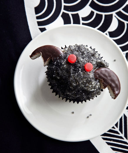 Halloween desserts and Halloween treats - Bat Cupcakes