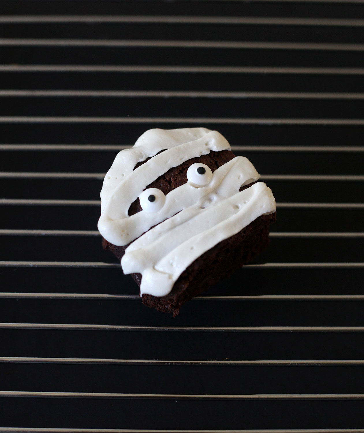 Halloween desserts and Halloween treats - Yummy Mummies Brownies