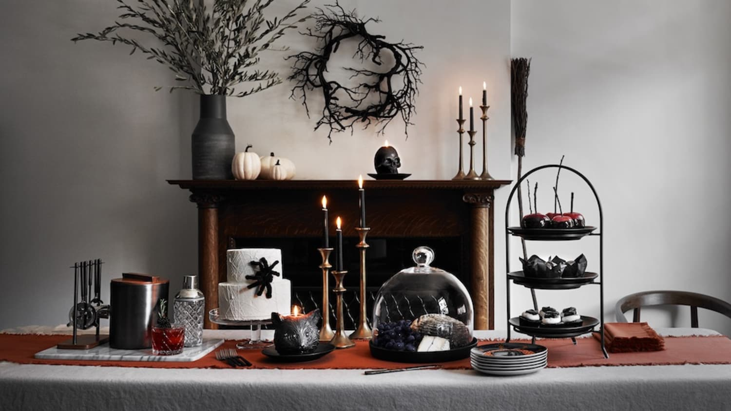 Halloween table by Crate and Barrel: best Halloween decor