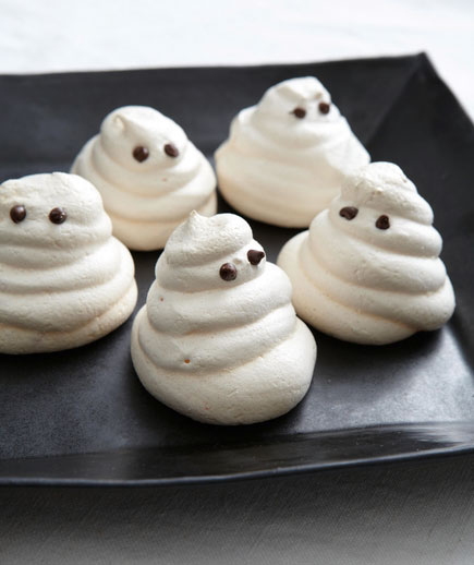 Halloween desserts and Halloween treats - Meringue Ghosts