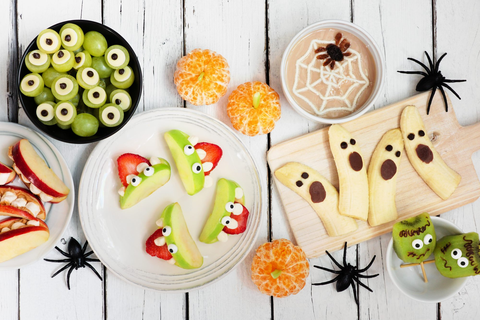 Halloween food ideas, party food, snacks, and treats - Halloween snack table spread