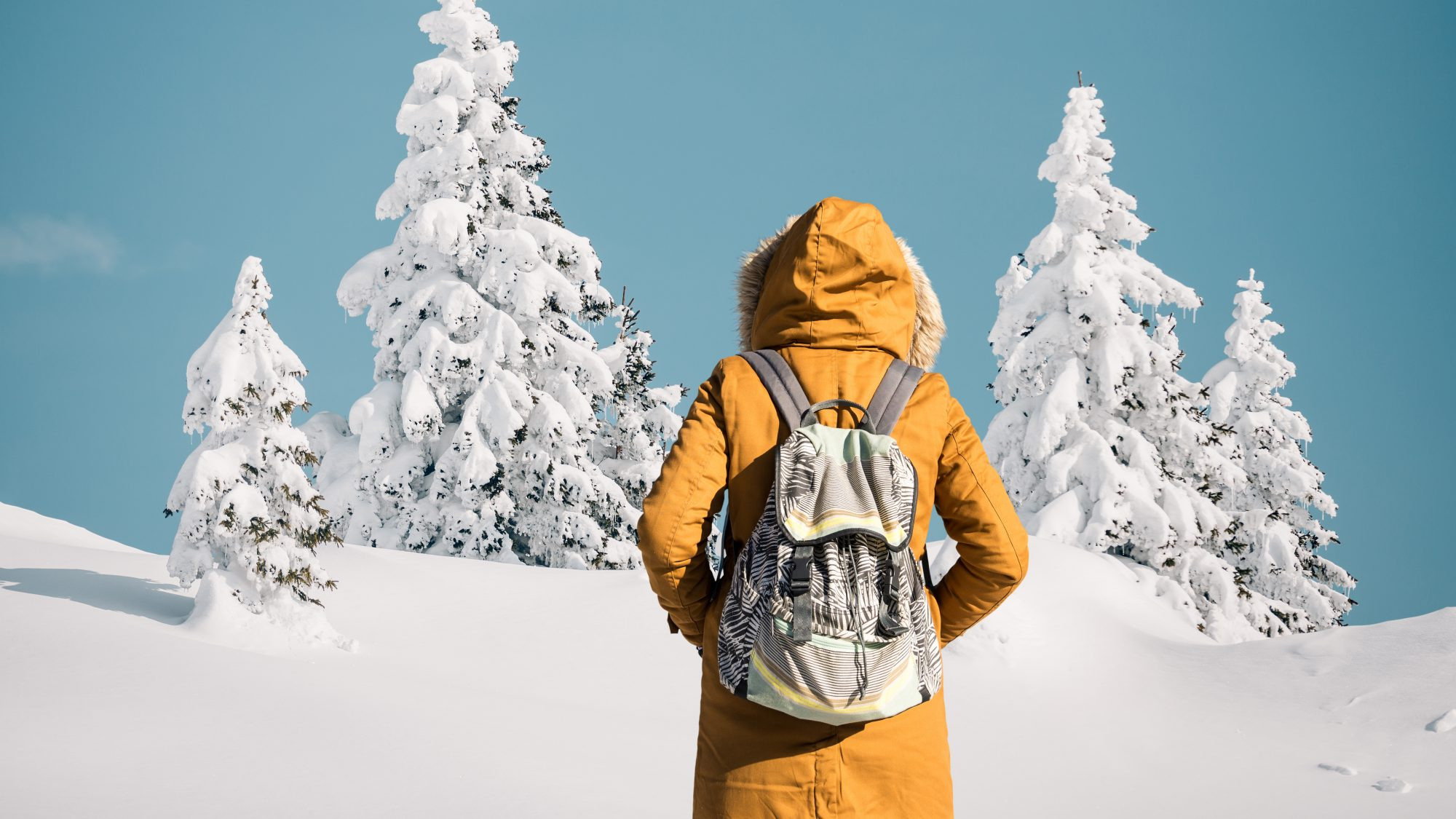 Friluftsliv outdoors trend - person outdoors in snow