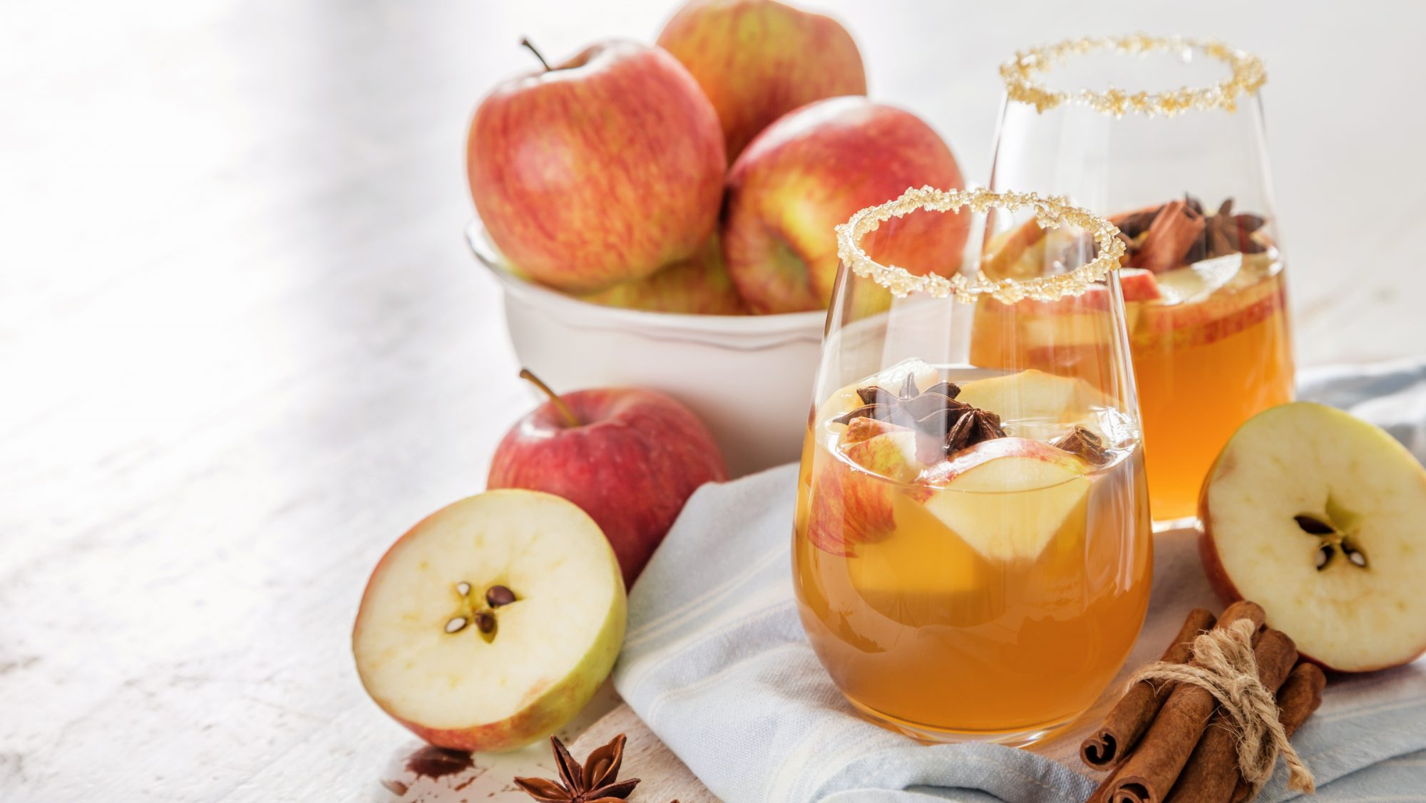 Celebrate Fall With This Refreshing Apple Cinnamon-Spiced Cocktail