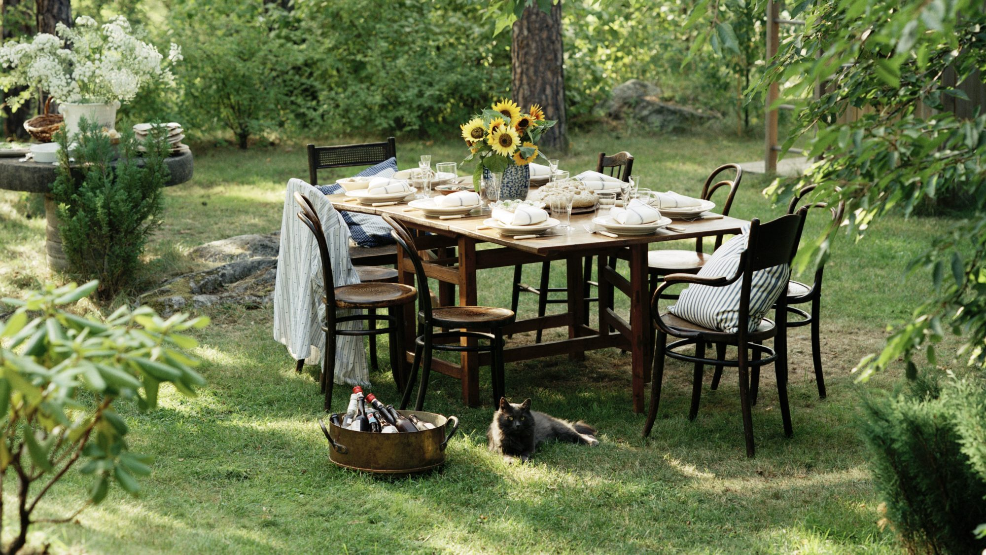hosting-outdoor-holiday-meals-tips