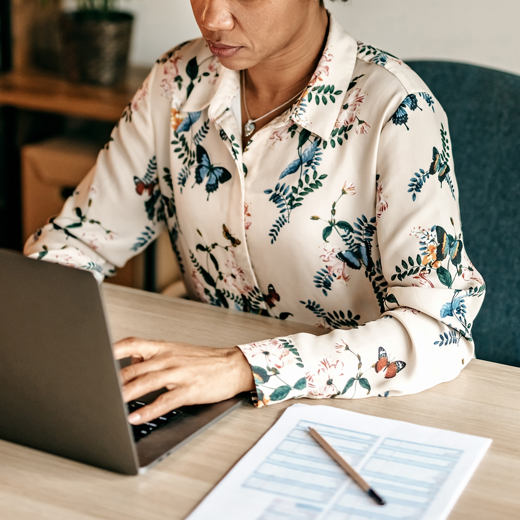 How to break bad habits (procrastinating), woman sitting at desk working on computer