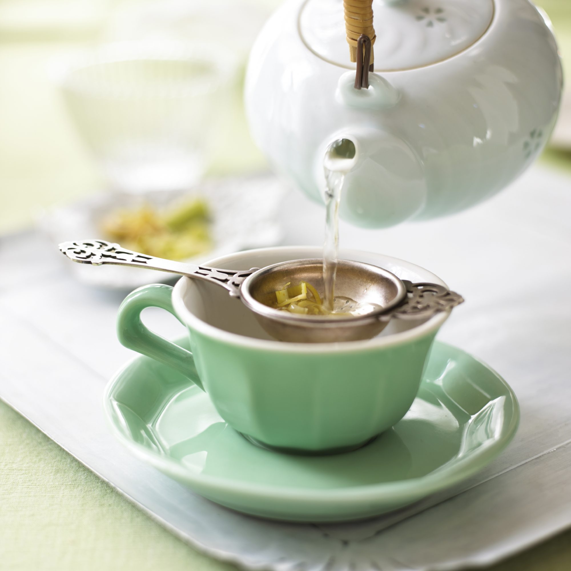 best-tea-brands: pouring tea into cup