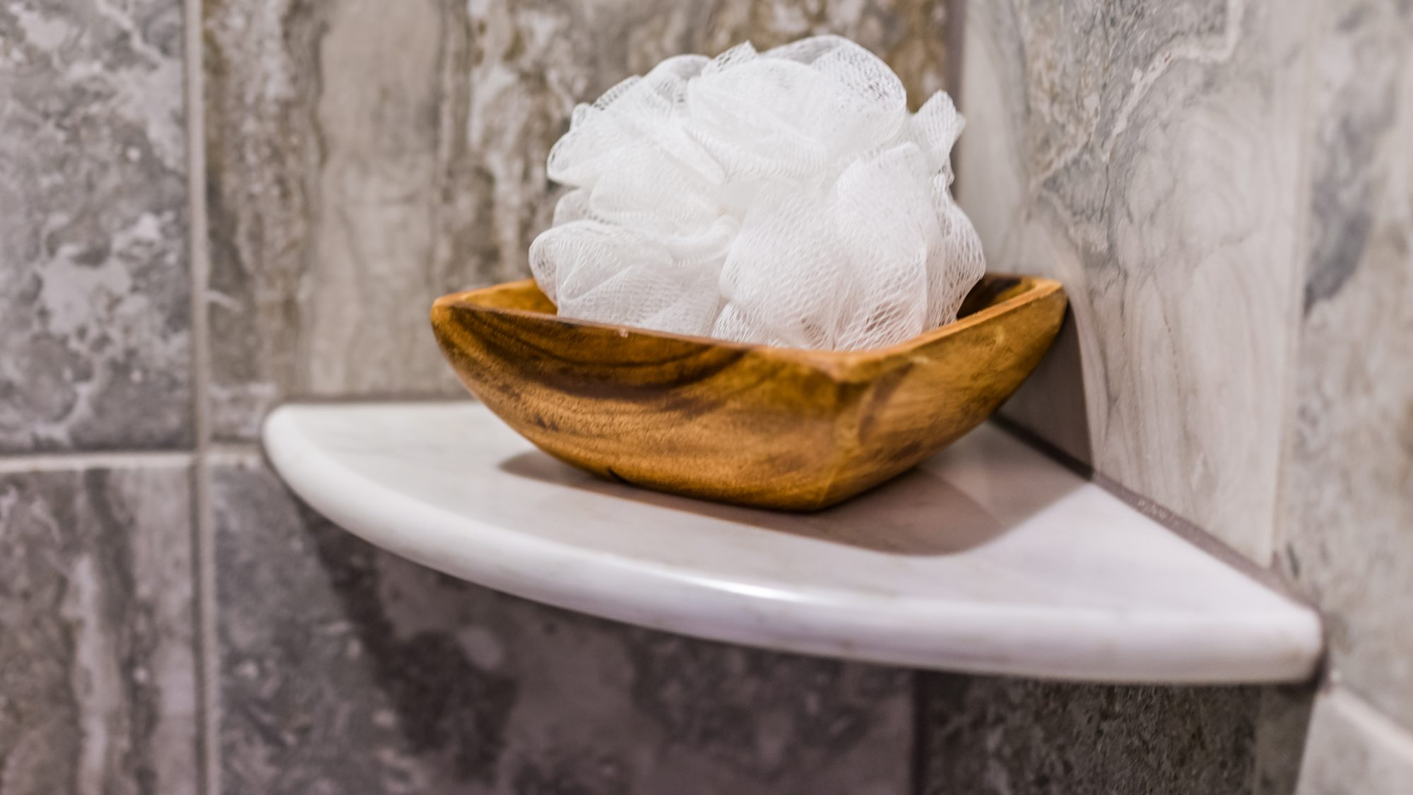 shower-mistakes: loofah in a dish