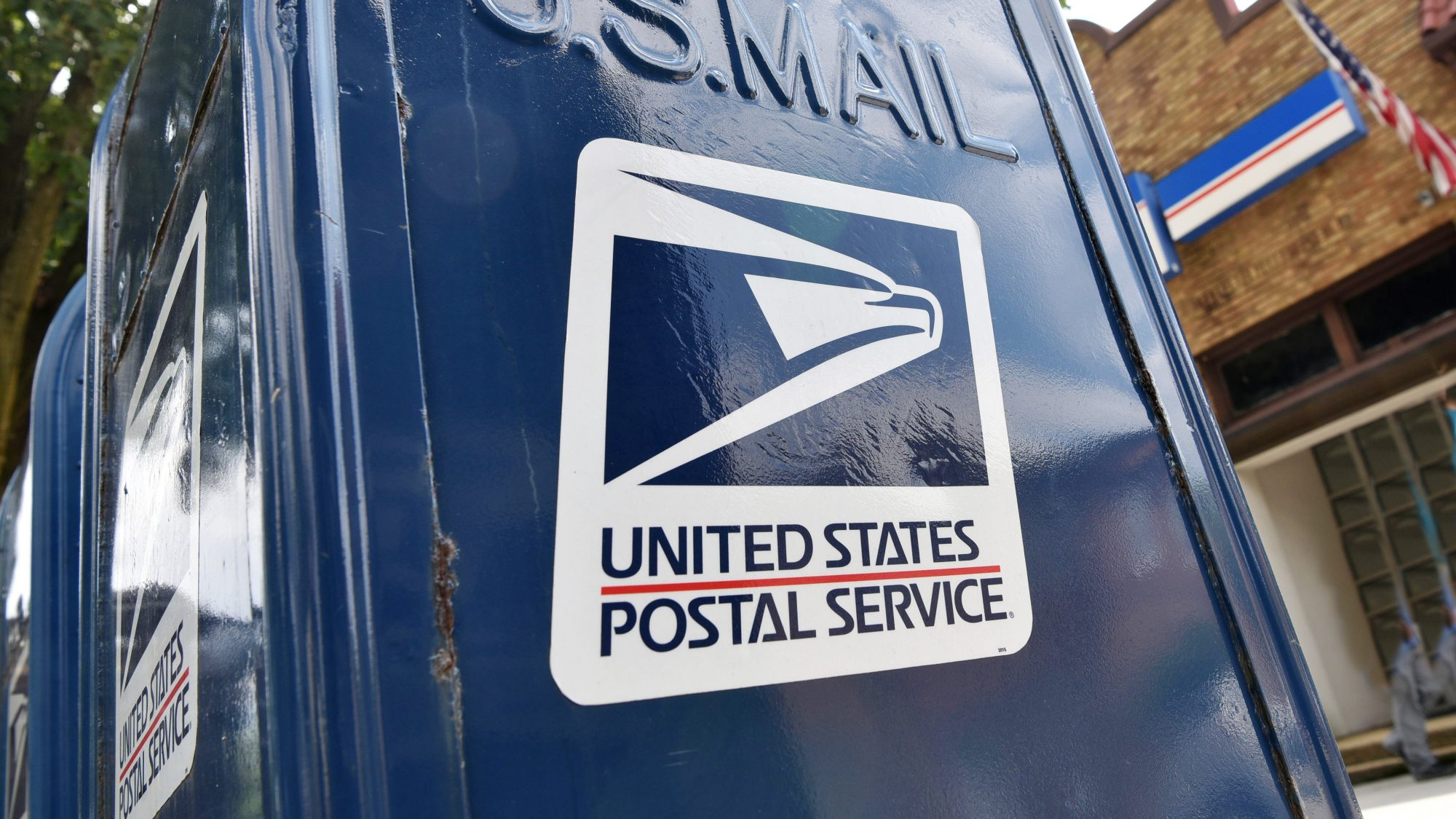 USPS holiday shipping deadlines 2020 - dates for holiday shipping with USPS (USPS mailbox)