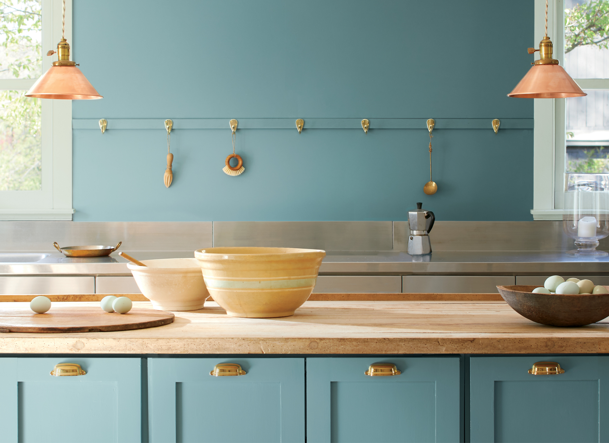 Benjamin Moore Color of the Year 2021, Aegean Teal in kitchen