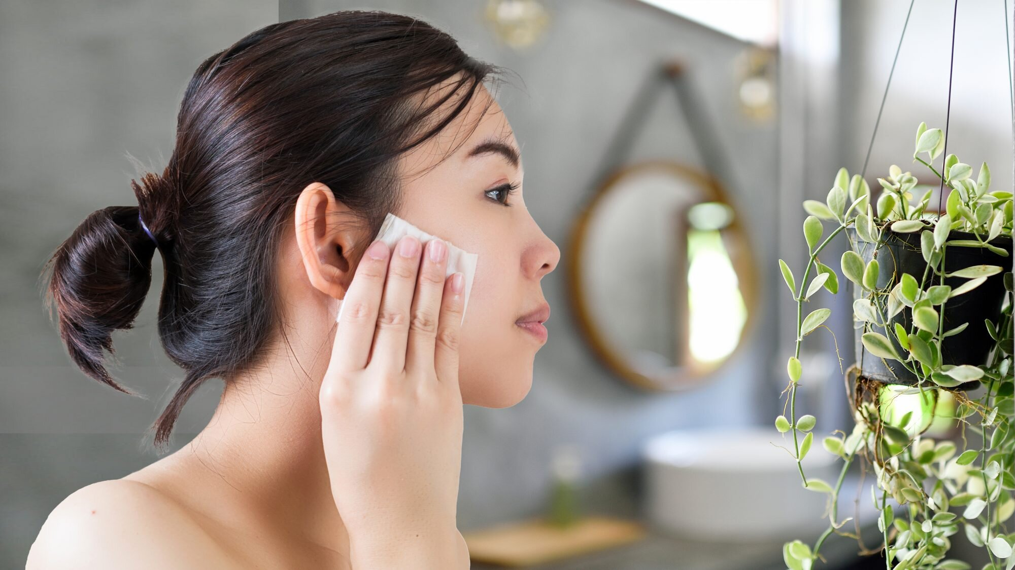 best-makeup-wipes: woman using biodegradable makeup remover wipe