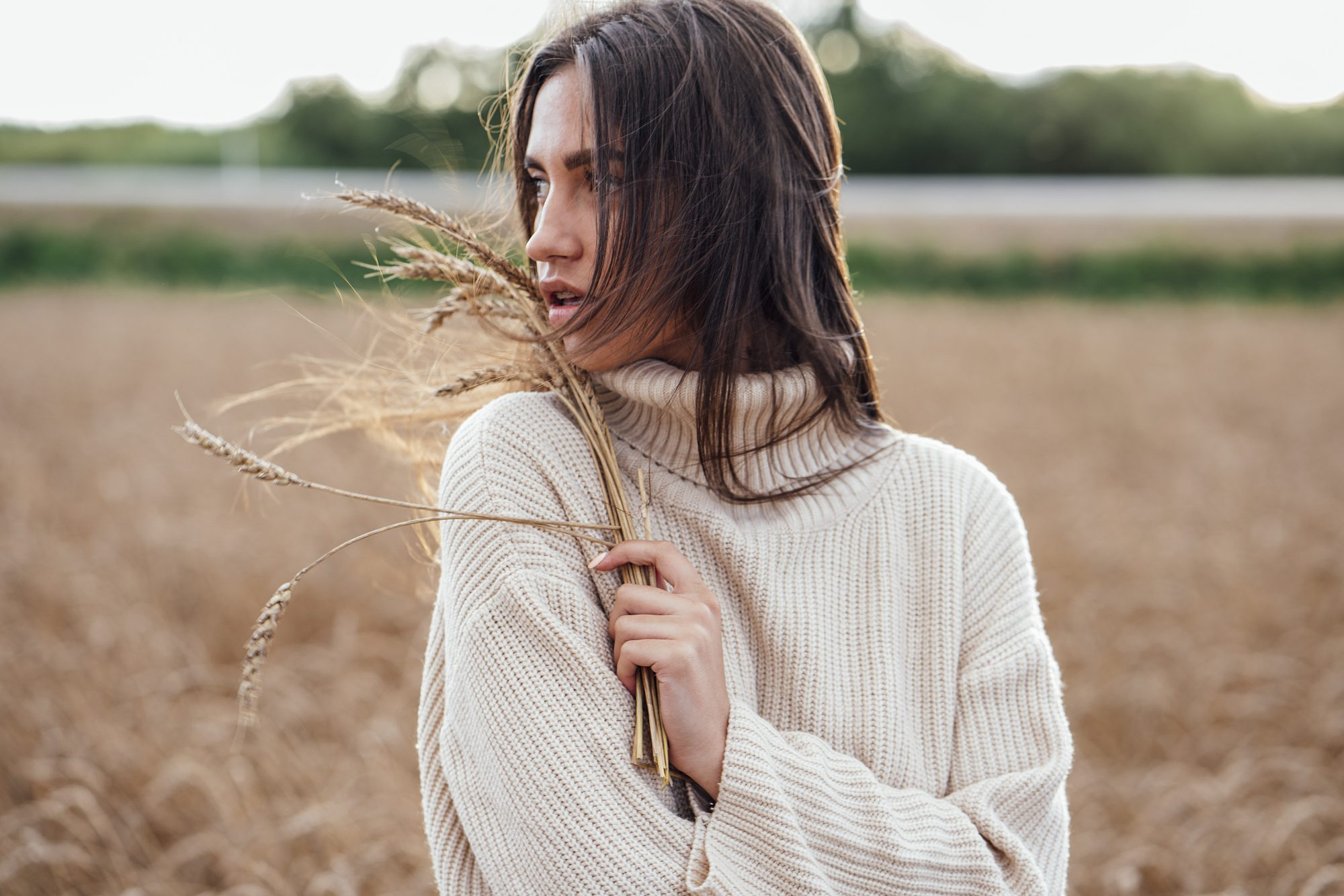 oversized-sweater: woman outdoors wearing cozy oversized sweater