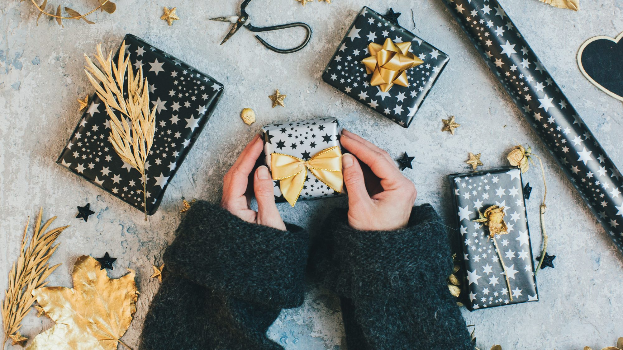 gift-wrapping-secrets-tips: woman wrapping gifts