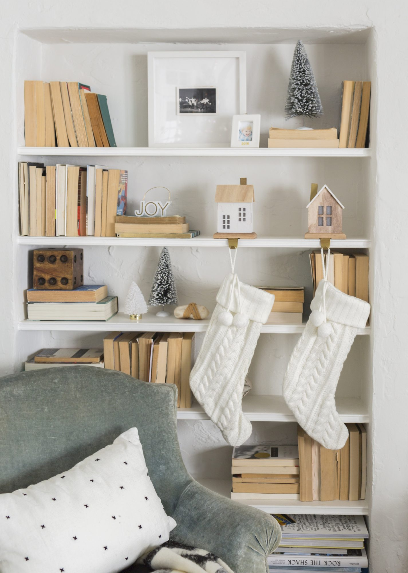 Holiday Decorating Ideas, Shelfie with stockings