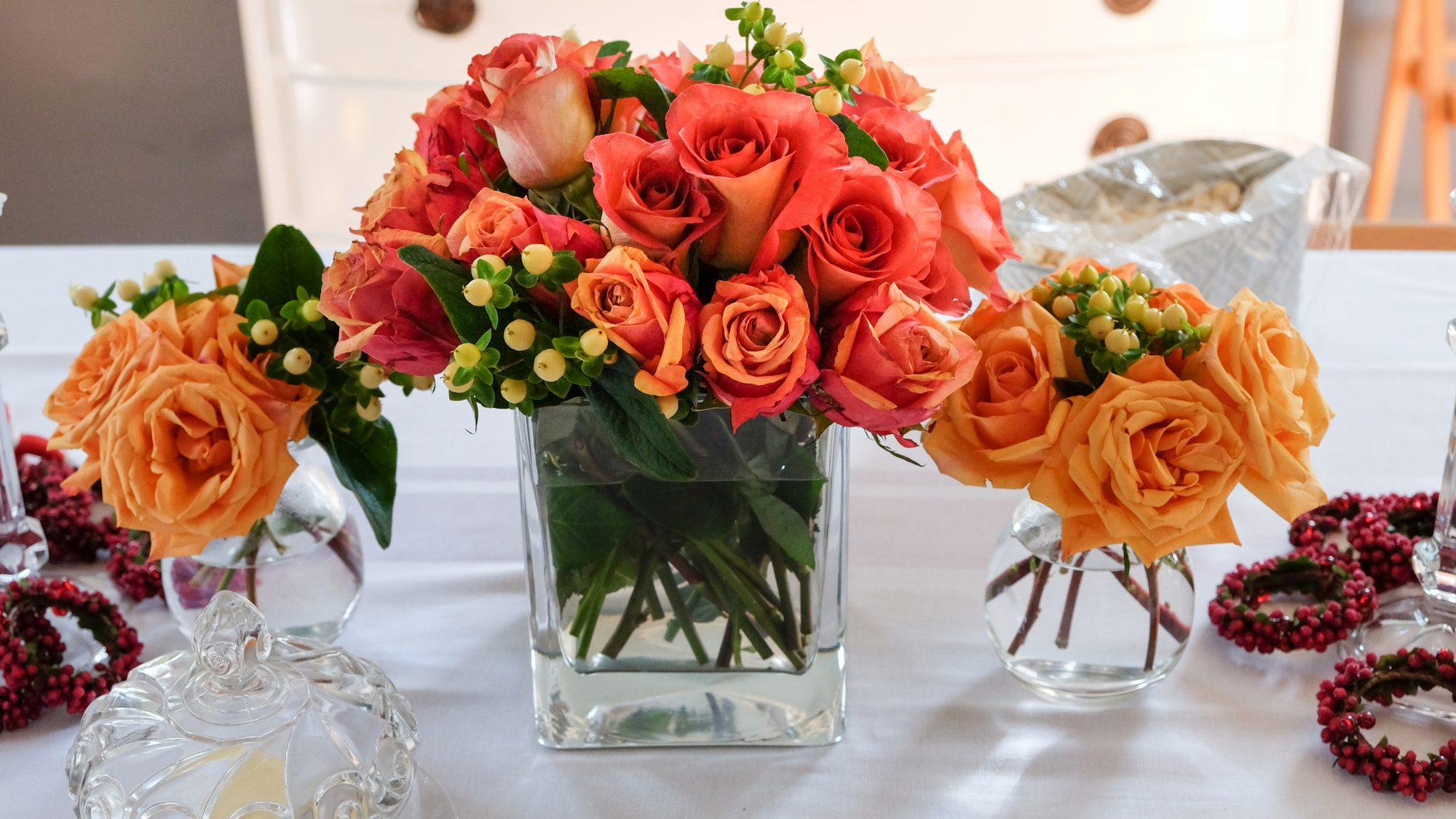 Thanksgiving flower arrangements ideas - Thanksgiving flowers with roses in vase