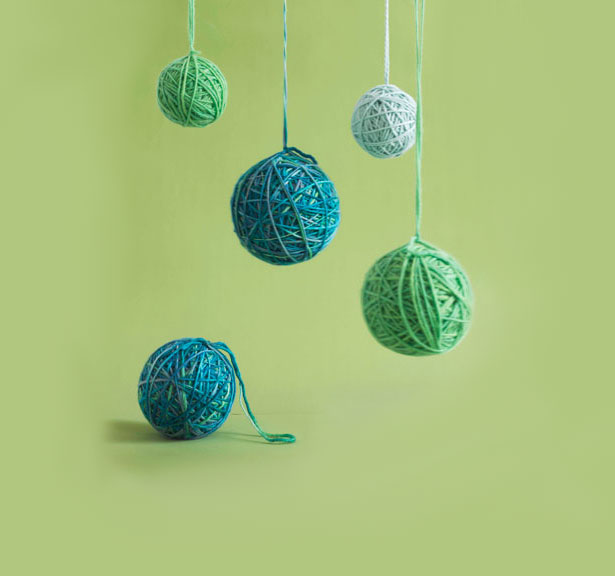 Christmas crafts ideas - Festive Balls of Yarn