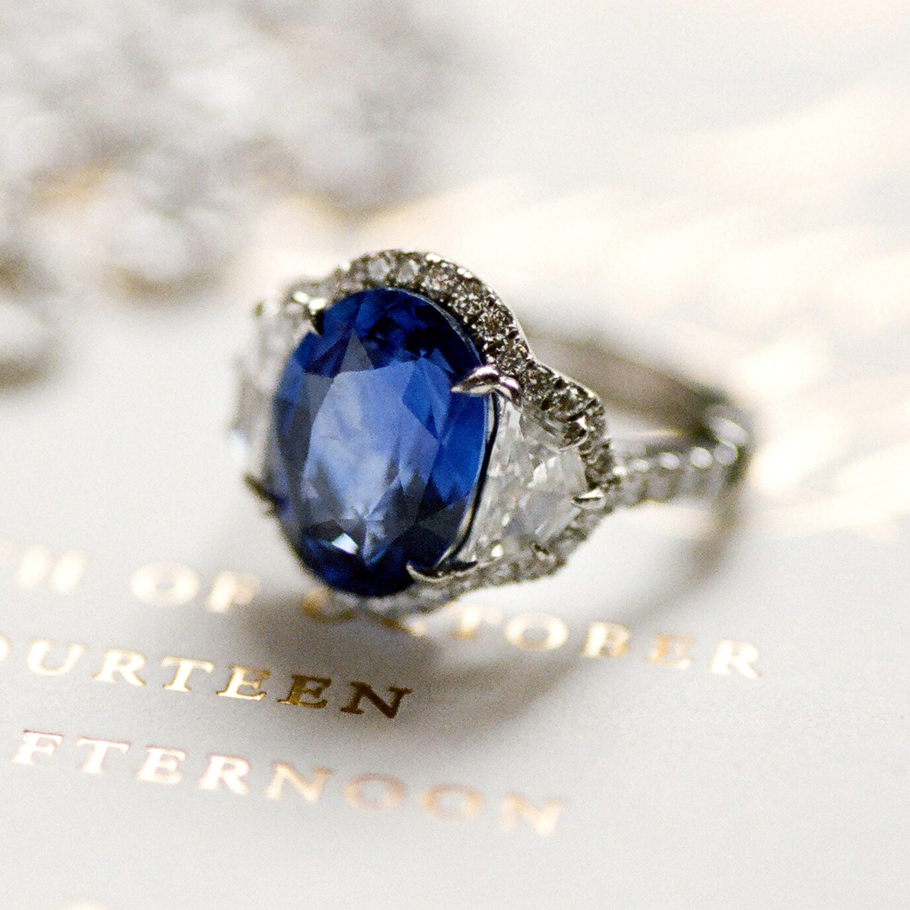 Engagement Ring Trends 2021: sapphire blue stone engagement ring