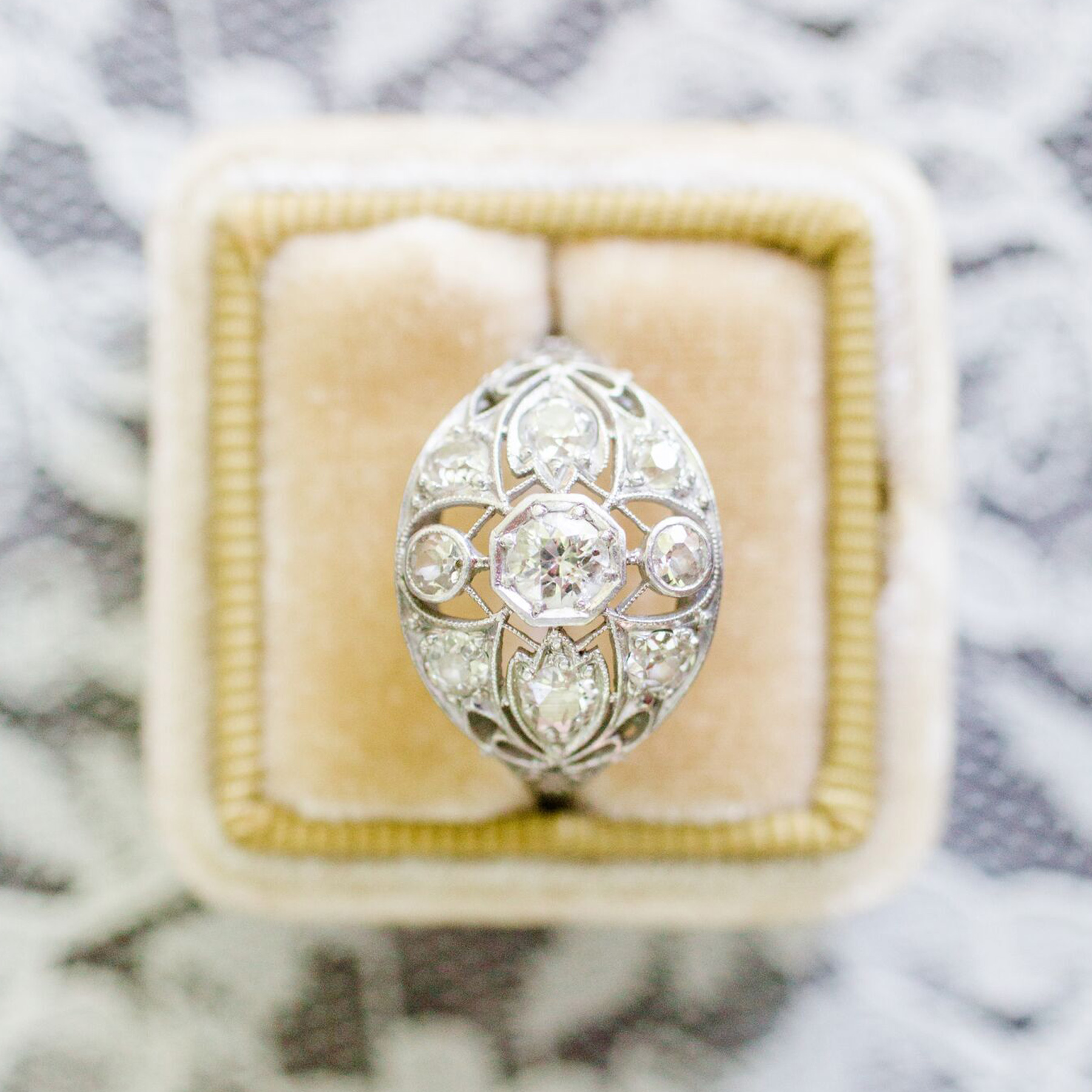 Engagement ring trends 2021: Vintage engagement ring in velvet ring box