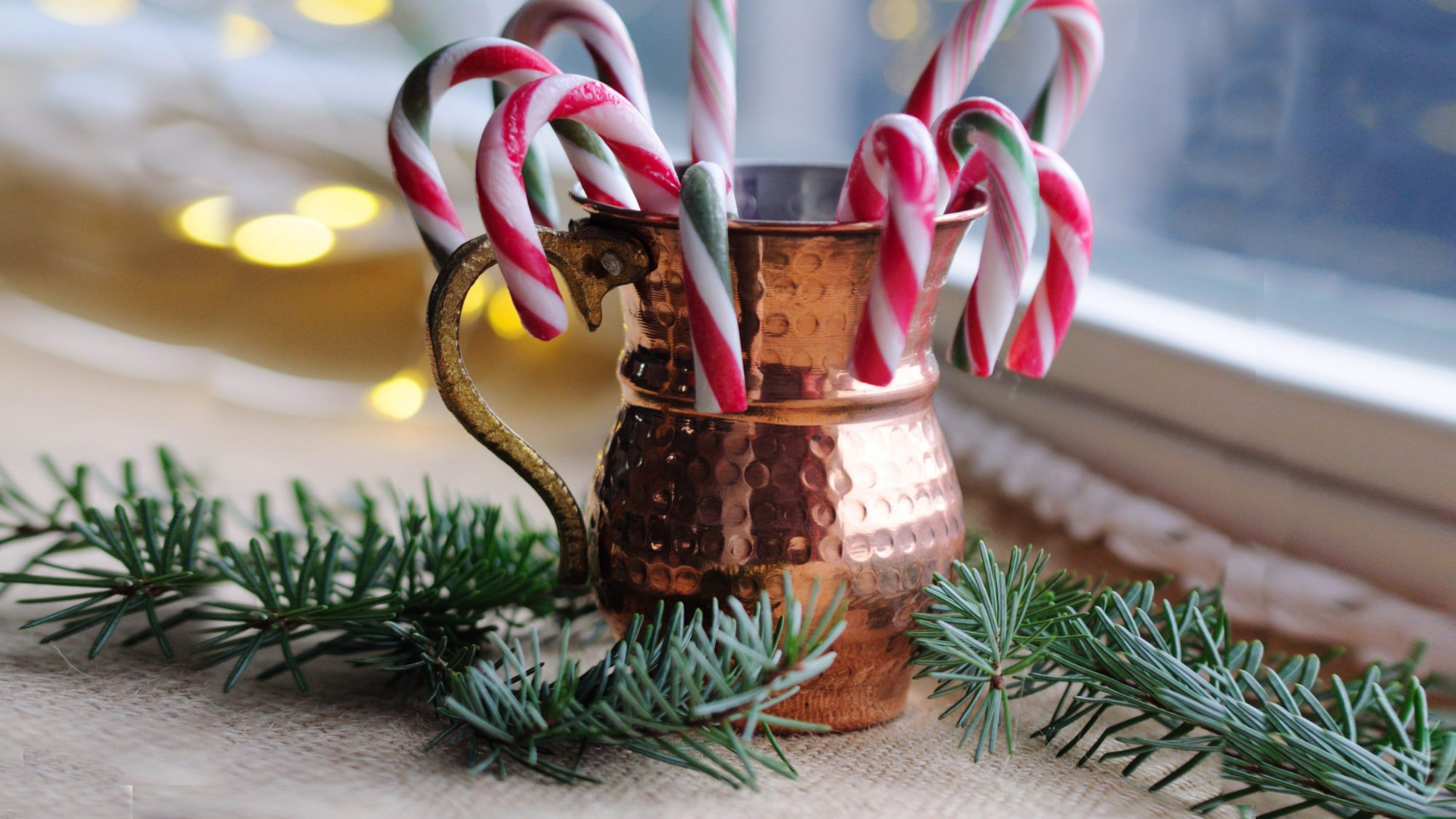 holiday-decorating-tips-mr-christmas: candy canes in mug