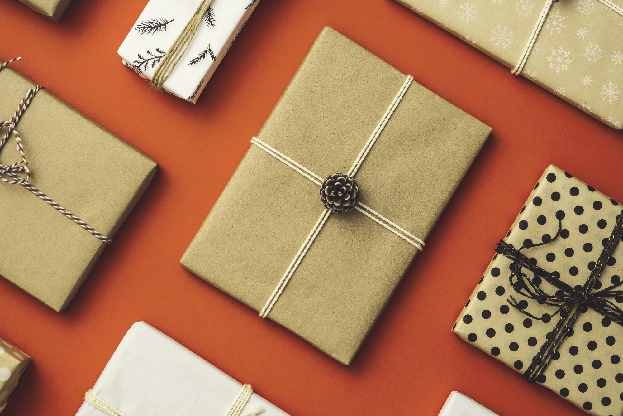 eco-friendly-gift-wrapping: Kraft paper