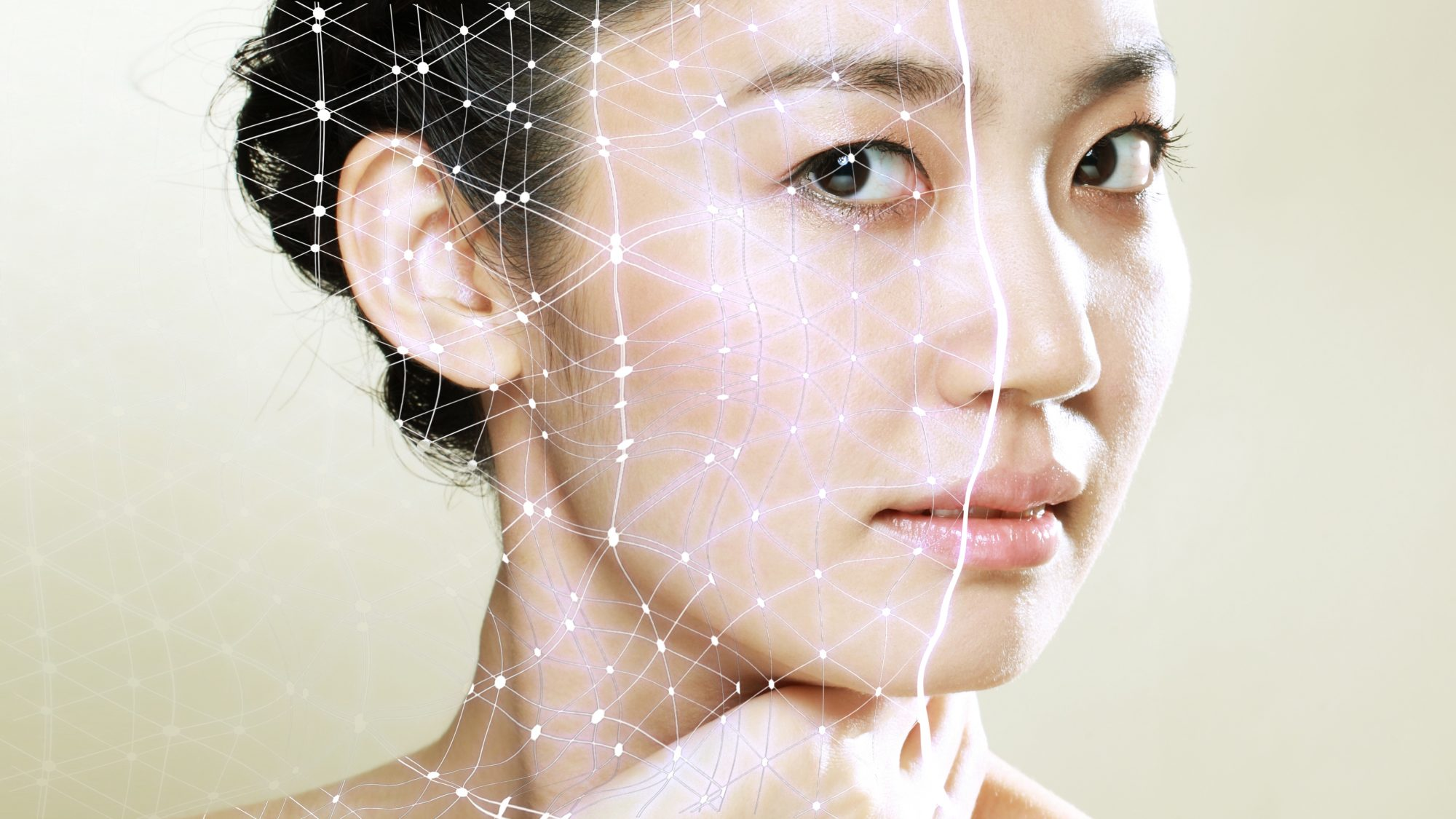 beauty-trends-2021: woman with skin mapping