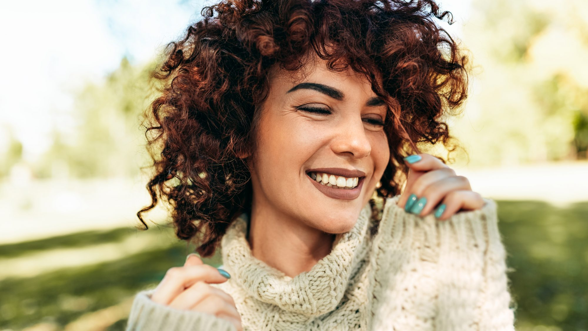 how-to-plop-hair: woman with curly hair
