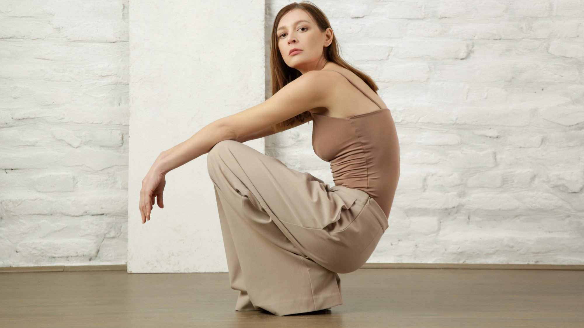 athflow-trend: woman wearing comfy wideleg pants