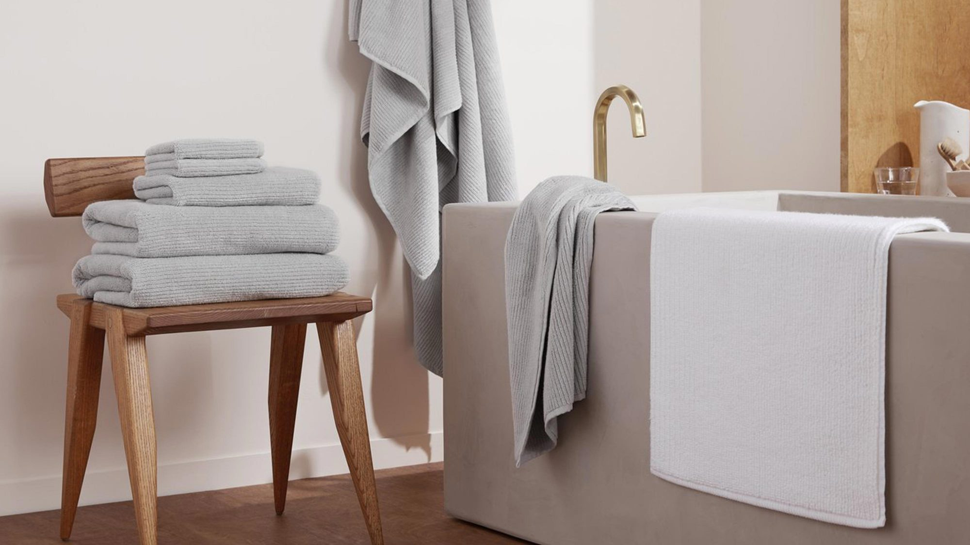 Parachute's Soft Rib Tub Mat in bathroom