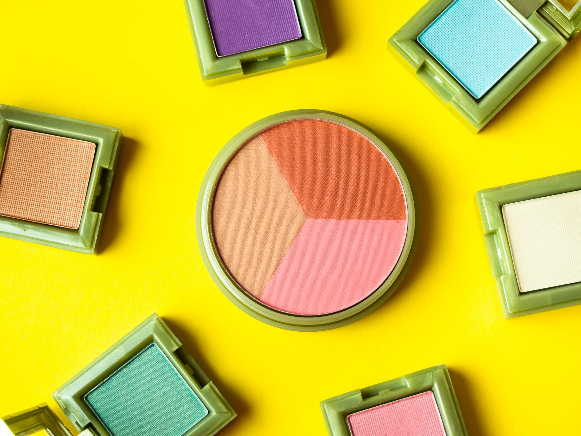 Makeup expiration dates guide - chart and dates for makeup and toiletry expiration