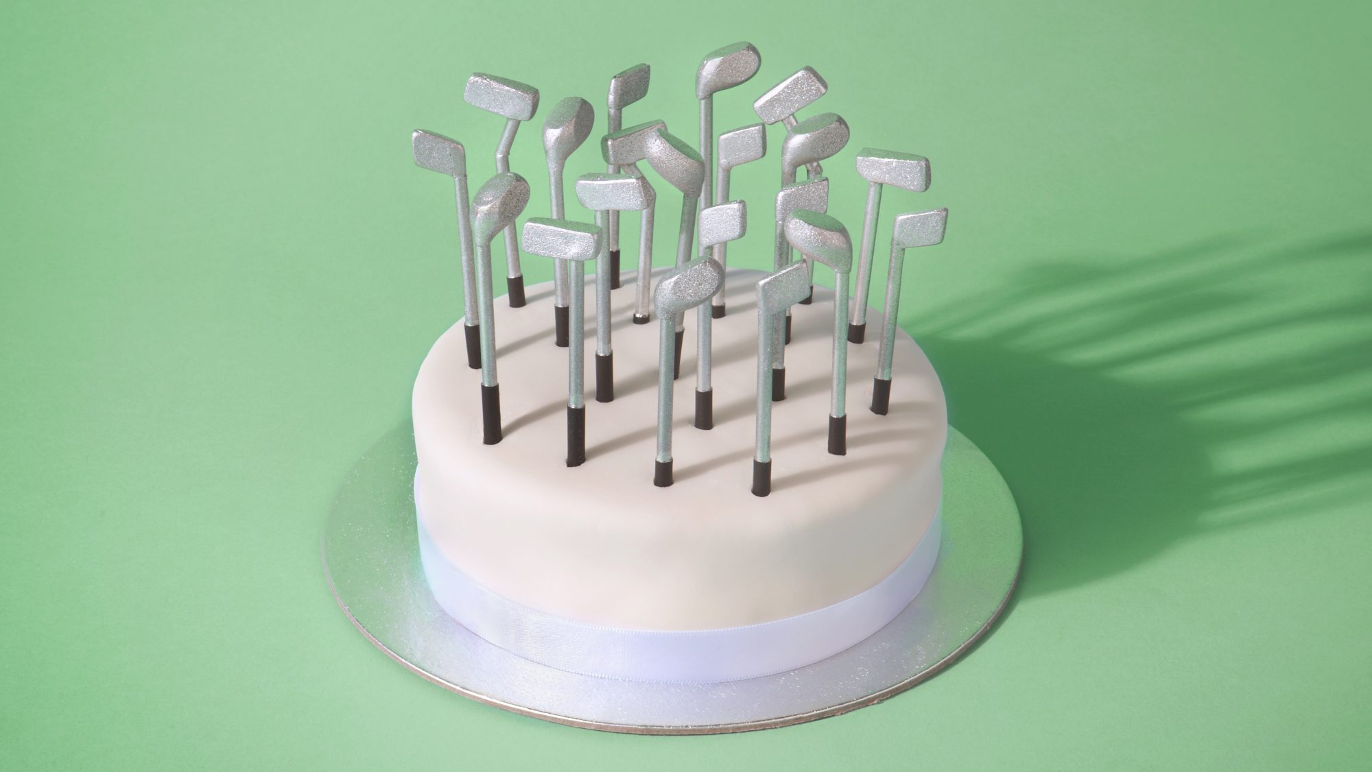 How to get motivated for retirement (cake with golf clubs)
